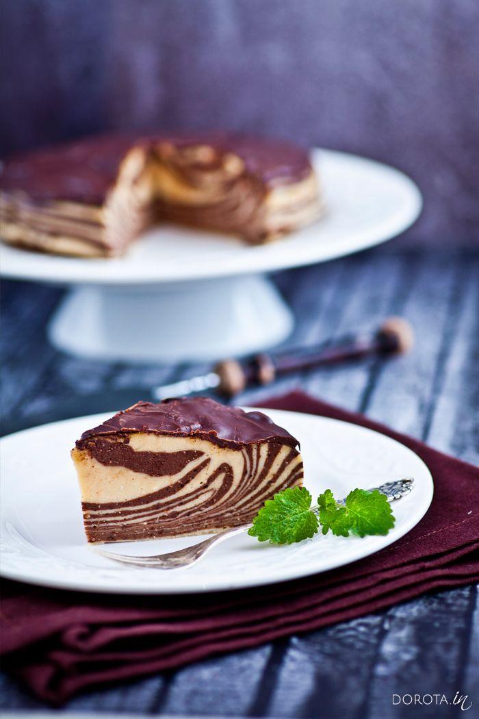 Sernik zebra na zimno czyli efektowny i łatwy sernik bez pieczenia przygotowany z masy waniliowej i czekoladowej. #deser #sernik #ciasto