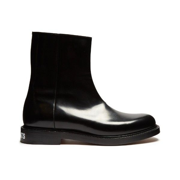 Vetements X Church's leather ankle boots (€1.725) ❤ liked on Polyvore featuring men's fashion, men's shoes, men's boots, black, shoes, mens black shoes, mens leather ankle boots, mens leather boots, mens black ankle boots and mens black leather boots