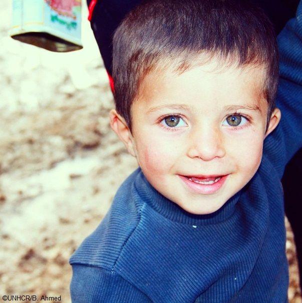 """""""Volevo che avesse il nome di un grande uomo. E crescendo spero che lasci un segno nel mondo, così come fece Darwin"""".  La mamma del piccolo Darwin prima della guerra in #Siria era un'insegnante. La famiglia ha dovuto lasciare la propria casa tre mesi fa. Ora Darwin, sua sorellina Silver e i loro genitori vivono in un campo #rifugiati nel #Kurdistan iracheno e fanno parte dei 245 mila #siriani che vivono in #Iraq."""