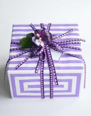 lavender stripes gift wrap with matching ribbon #lavender #giftwrapping #emballagecadeau
