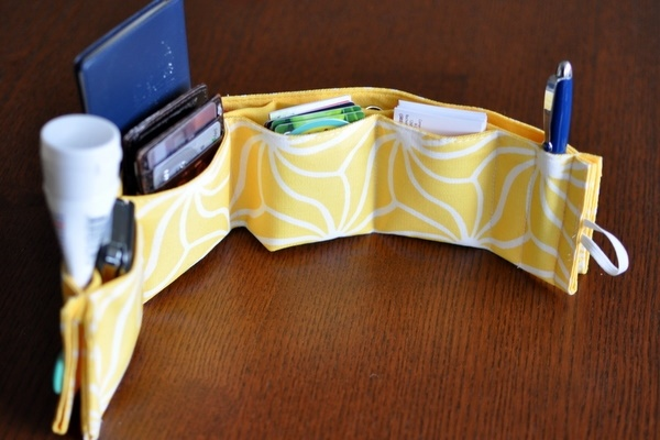 make a purse organizer from a fabric placemat. from the blog footprints. http://www.pinterestbest.net/Red-Lobster-Gift-Card