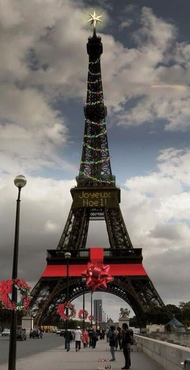SURTOUT PAS DE CRÈCHE SAUF SI ELLE PRÉSENTE UN INTÉRÊT ESTHÉTIQUE OU CULTUREL... Eiffel Tower - Christmas - Paris, France MY FAVORITE PIN OF THEM ALL.