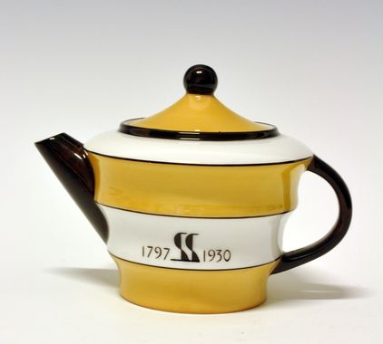 Coffee pot by Nora Gulbrandsen for Porsgrund Porselen. Model 1867, designed in 1929.