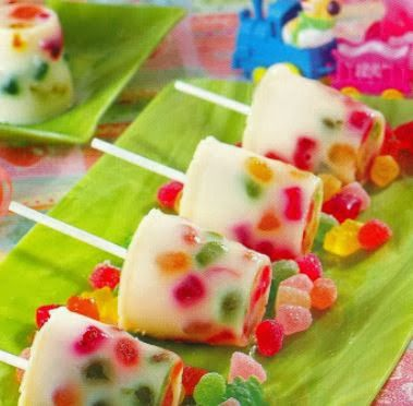 refrescate con estas ricas paletas de gomitas muy coloridas ,checa nuestra receta y manos a la obra !!       Ingredientes     30 gr...