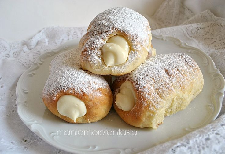 Cannoli di pasta brioche con crema di ricotta