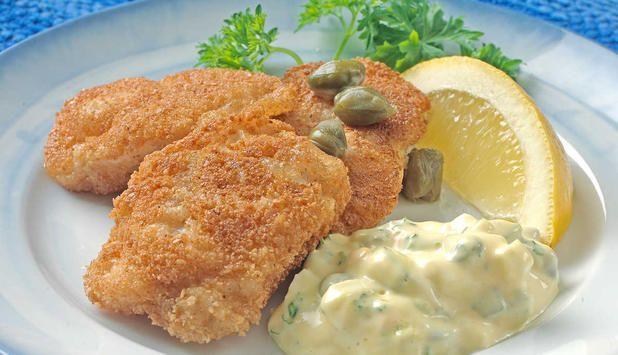Sprøstekte torsketunger hører til norsk tradisjonsmat, og bør nytes i skreisesongen. I denne oppskriften serverer du dem med en hjemmelaget og smakfull tartarsaus. #fisk #oppskrift