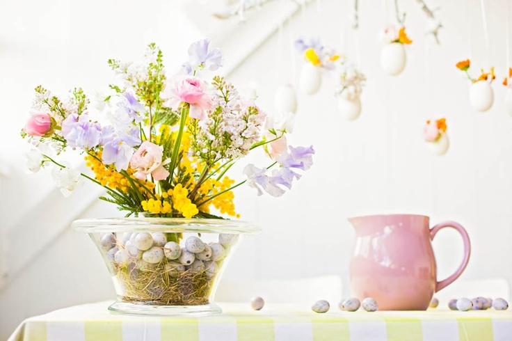 Pasen! www.mooiwatbloemendoen.nl Foto's en video met doe-het-zelf decoratietips met bloemen en planten.