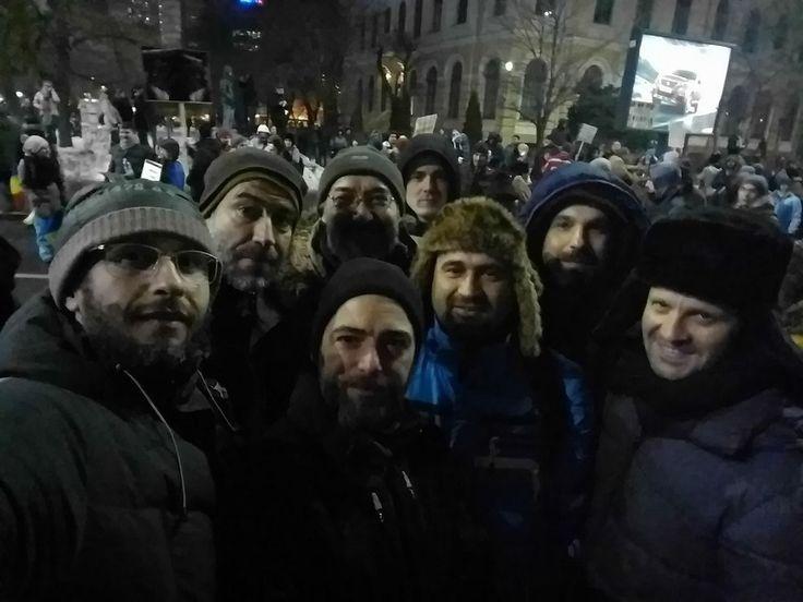 """Scriitori, cineaşti, muzicieni, profesori, sportivi ies în stradă de 11 zile: """"România a dovedit că strada e marea ei fabrică de anticorpi"""", """"Există doar o luptă între oamenii cinstiţi şi hoţi"""" - FOTO/ VIDEO"""