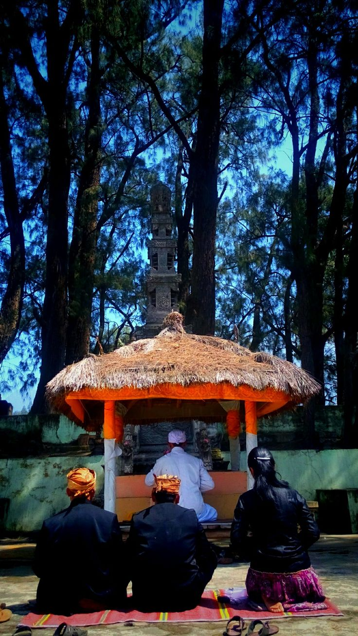 The Hindu Tengger was praying in their Pura in mount Bromo, Probolinggo. The live in harmony with the moslems