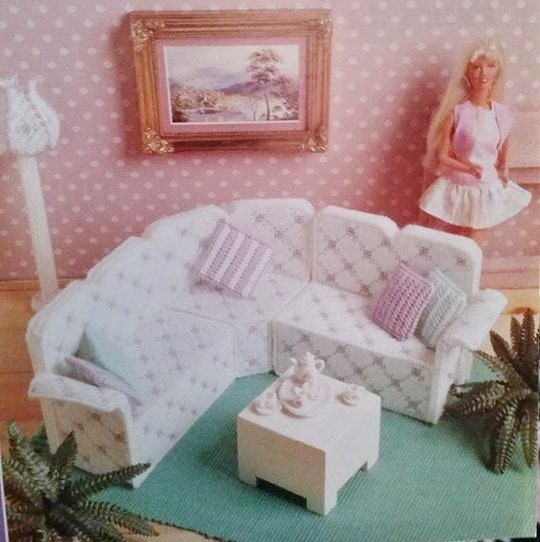 Rare Fashion Barbie Kelly Doll house LIVING ROOM Furniture Sectional Sofa Couch Lamp Rug Pillow plastic