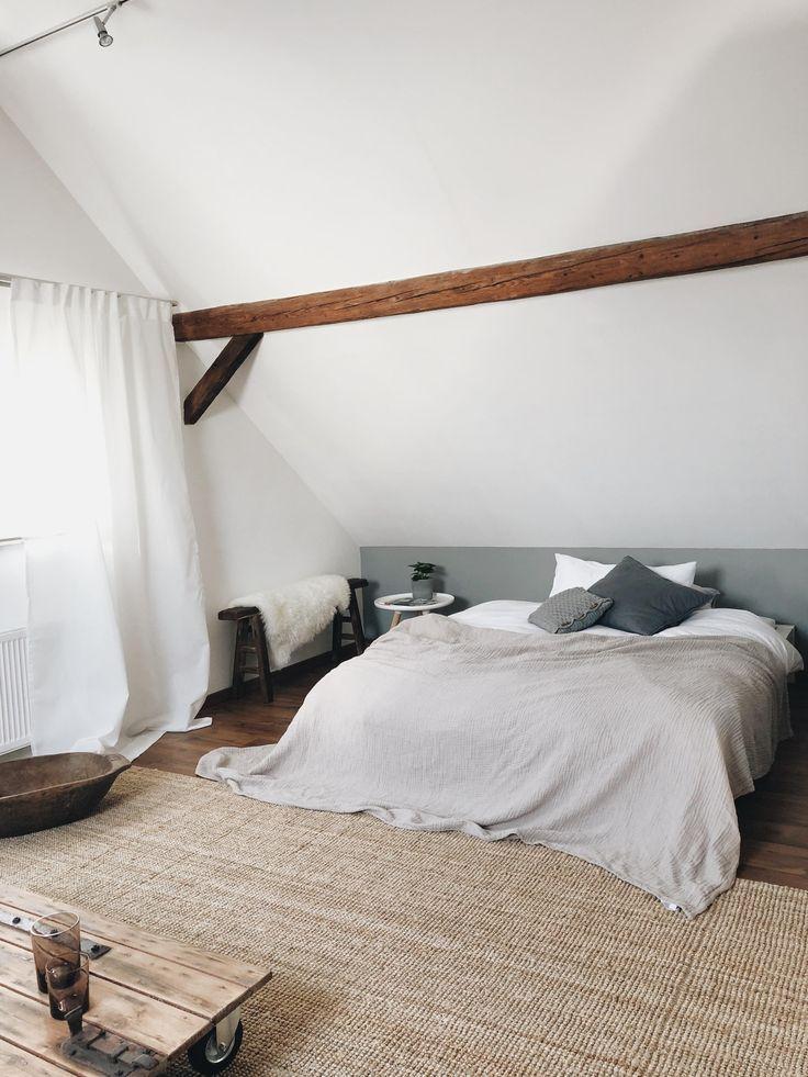 Schlafzimmer Bedroom Dachschrage Dachboden Gast