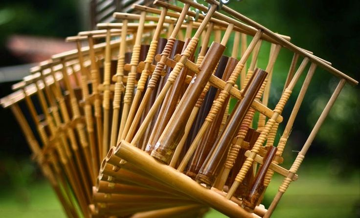 Indonesia is a very country in cultural diversity. One of which Indonesia has so many traditional musical instruments ranging from wind instruments stringed instruments. These instruments are from various parts of the archipelago that we should keep and save.