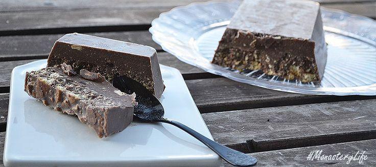 Νηστίσιμος κορμός - σοκολατένιος με μπισκότα και μοναστηριακό λικέρ Μαστίχα, αγαπημένο γλυκό για όλες τις εποχές!