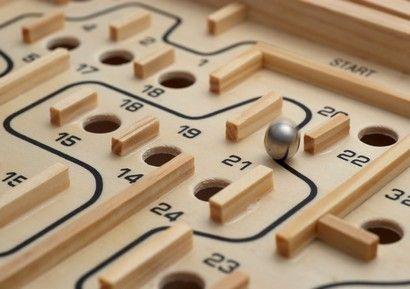 Animation Team Building Jeux De Bois : Idéal pour un ½ séminaire ou 1 journée team building, cette animation team building jeux de bois est un concept autour du jeu d'adresse, de réflexion et du jeu coopératif.