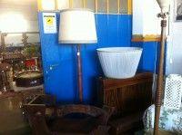 Lampada in legno 130€Ps. IlMercatino dell'usato La Ruota Onlus, di via San Michele 15 - Gorizia, cf 91041700310, è nato per offrir