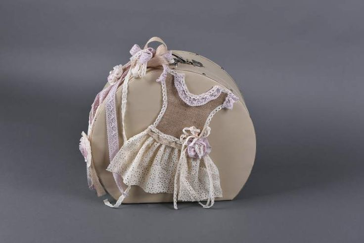Κουτι βάπτισης στρογκιλό με φορεματάκι