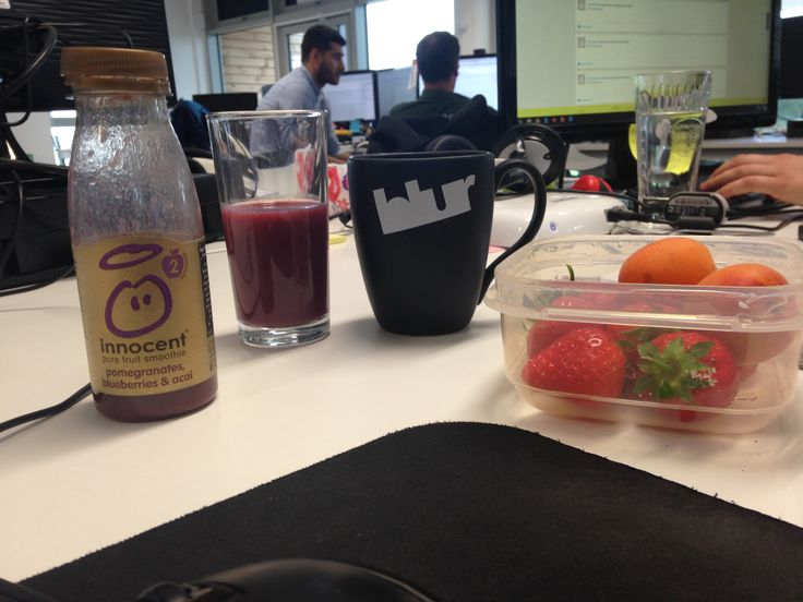 A coffee, an Innocent smoothie and some fruit...now we can start the day! #Motivation