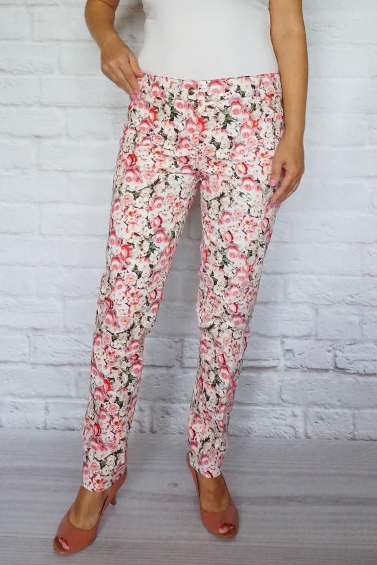 http://modana.com.pl/SPODNIE,p,1312 - Super spodnie doskonale podkreślają kobiecą sylwetkę. - Lekko elastyczne. - Kieszenie tylko z tyłu.