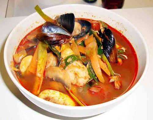 jjamppong (spicy seafood noodles)