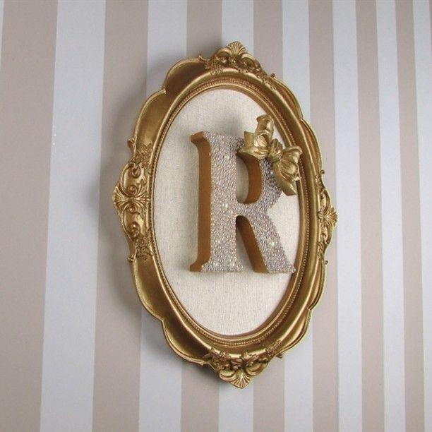 """Quadro Porta Maternidade Letra Inicial. Encanto para o quarto das Princesas...Quadro com letra inicial com pérolas.  R$ 240,00.…"""""""