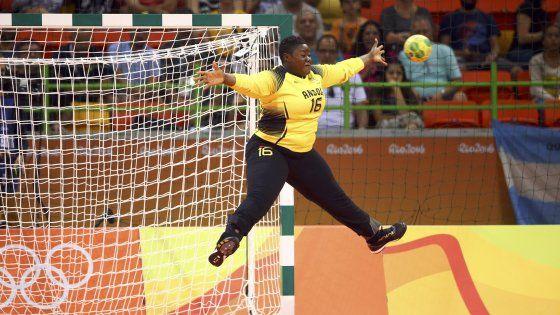 """La Almeida, portiere dell'Angola di pallamano: """"Voglio essere la portabandiera dei grassi ai Giochi"""""""