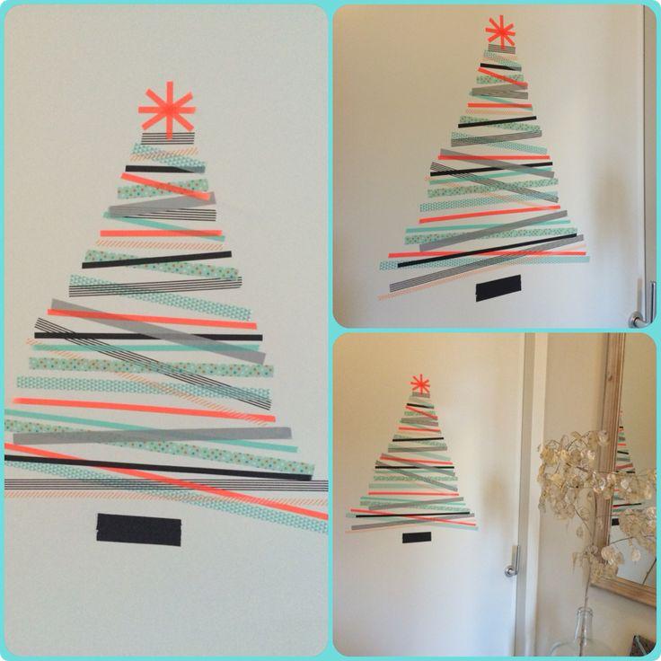 DIY kerstboom van washi-tape, zelfs de gang is in kerstsfeer!