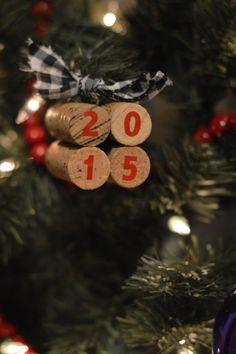 DIY: How to Make Wine Cork Christmas Ornaments #upcycle #protea