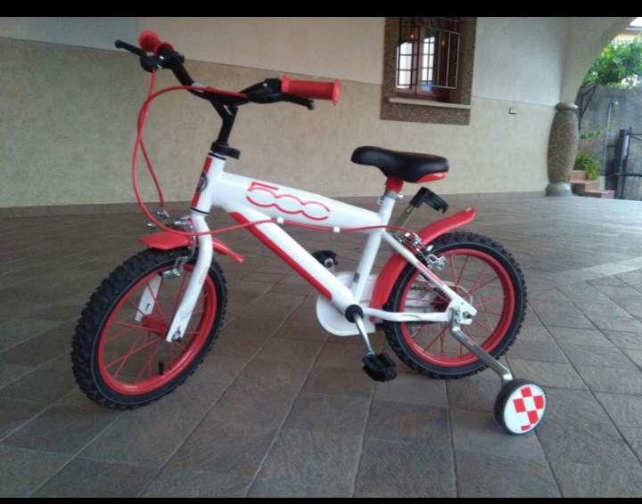 VENDO Bici bimbo, con rotelle, fiat 500 bianca 3-5 anni, usata pochissimo, come nuova, euro85, valuto offerte