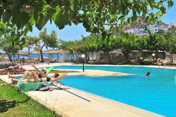 Description: Fijne appartementen aan het strand van Agia Galini voor een Kreta vakantie vol zon zee en gezelligheid Appartement op een absolute droomlocatie direct aan zee en strand Ja een absolute droomlocatie dat mag je deze Tropica Villa appartementen wel toeschrijven. Direct aan zee en strand op loopafstand van Agia Galini één van de gezelligste plaatsjes van Kreta. Het heerlijke ongedwongen Griekse leven van Agia Galini Vanaf Tropica Villa wandel je over het strand in 10 minuten naar…
