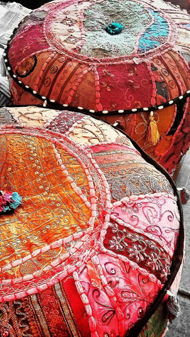 Indyjskie pufy ręcznie haftowane
