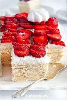 Zobacz zdjęcie Ciasto rafaello bez pieczenia (z truskawkami)