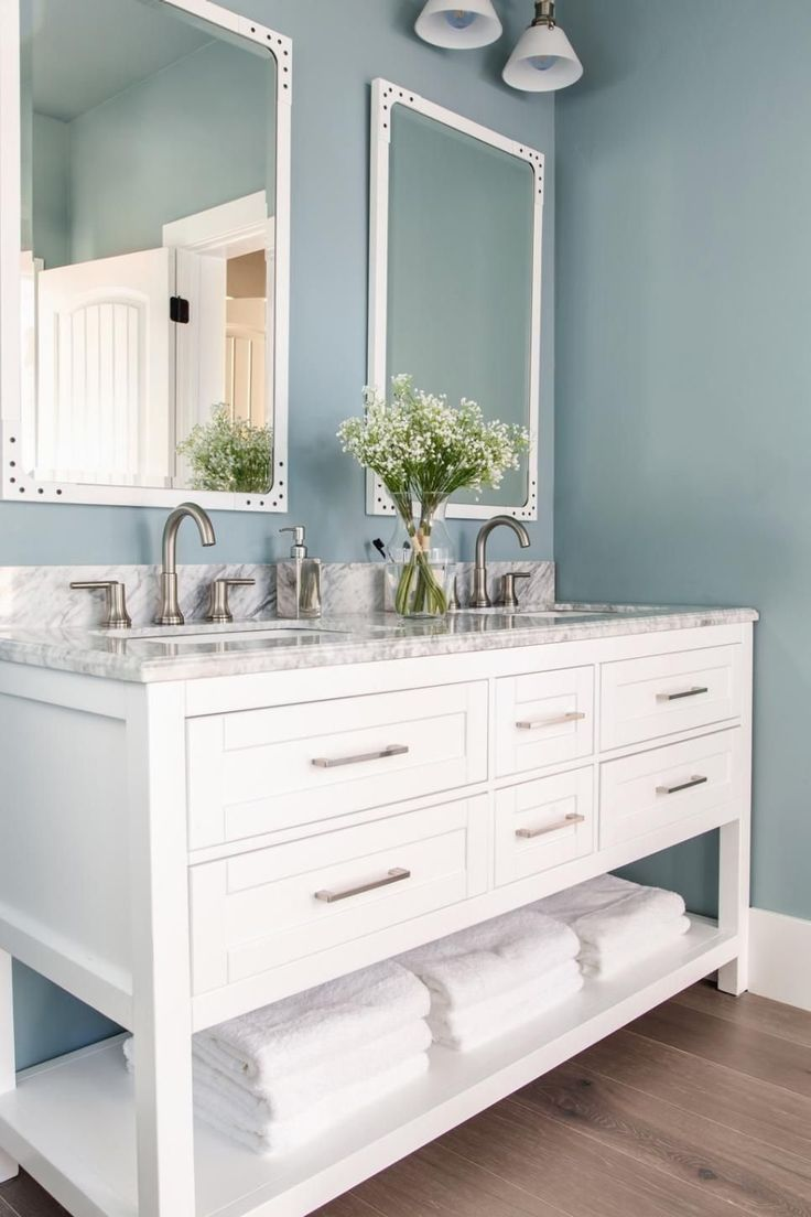 Guest Bathroom From HGTV Dream Home 2019 | 1000 in 2020 ...