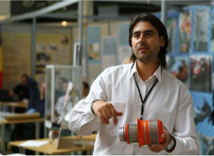 Hunedoreanul Corneliu Birtok-Baneasa a inventat şi a reuşit să omologheze un filtru de aer care reduce consumul de carburant cu până la 15%. A facut Universitatea Politehnica Timisoara si , in prezent, locuieste in Deva.