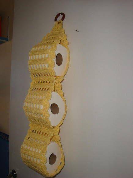 P/ 3 rolos, feito em croche com barbante de qualidade, pode ser feito em várias cores.