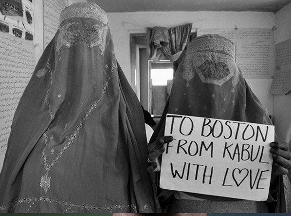 Não há lugar no mundo que esteja salvo de um ataque terrorista. A cidade de Boston, nos Estados Unidos, e a série fotográfica criada pela realizadora e documentarista Beth Murphy vêm provar isso mesmo. Murphy, natural de Boston, onde tem família e amigos (incluindo marido e uma filha de 5 anos), está há mais de um mês vivendo em Kabul, Afeganistão, país que passa por delicada situação de instabilidade política e social. Depois de um recente ataque rebelde, um dos mais violentos da última…