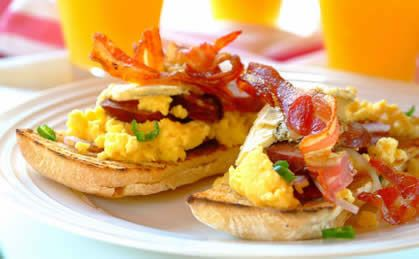 Bruschetta with Chorizo, Eggs & Gorgonzola recipe  #breakfast #recipes