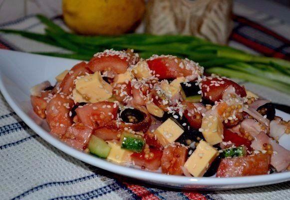 Салат с курицей, овощами и кунжутом - Вкусный выбор