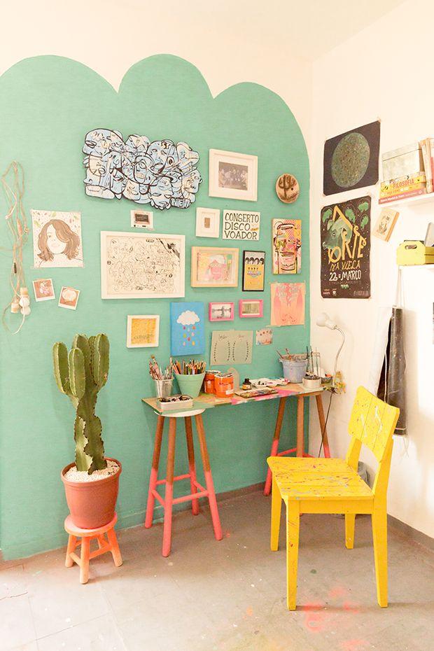 Ju Amora tem a casa dentro do seu ateliê. Lá, ela cria banquetas personalizadas, tem o escritório e ainda é a sua loja. Conheça esse espaço incrível em SP!