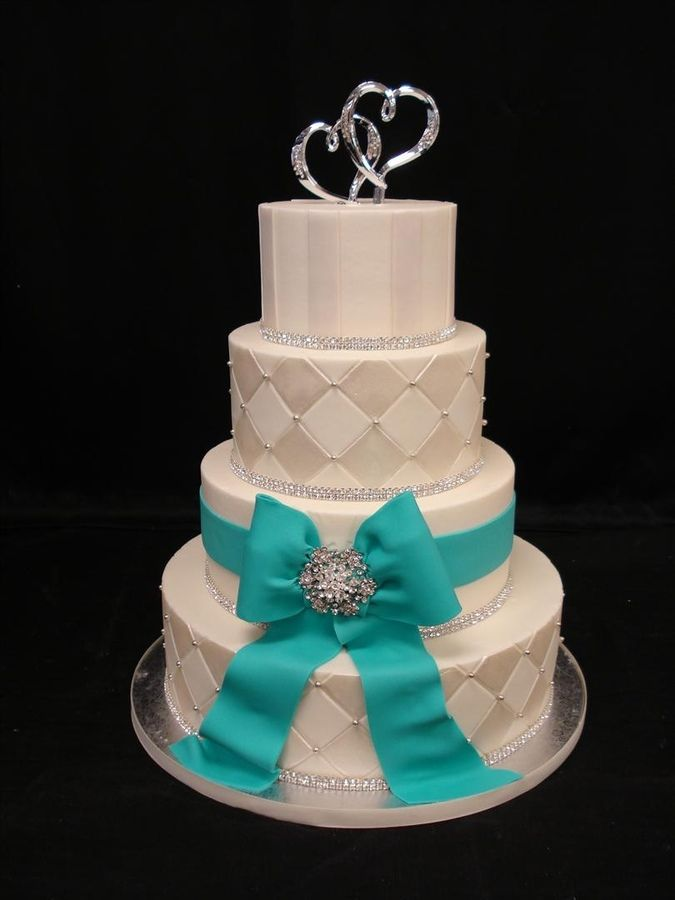 Wedding Cake. Love the bow and brooch... Maybe not the color but still pretty