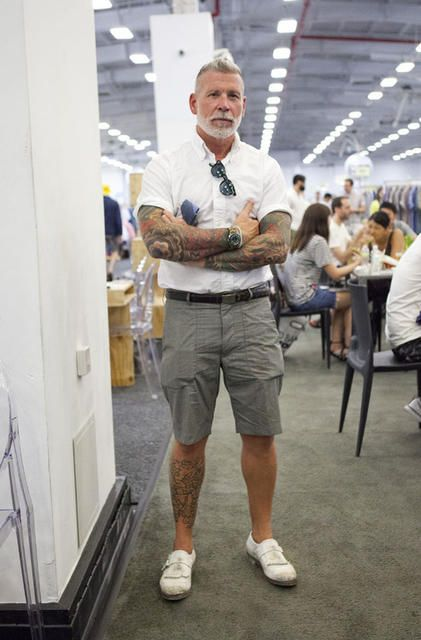 Nicholson (Nickelson Wooster) come un uomo maturo può dare un buon esempio di unicità nel vestire