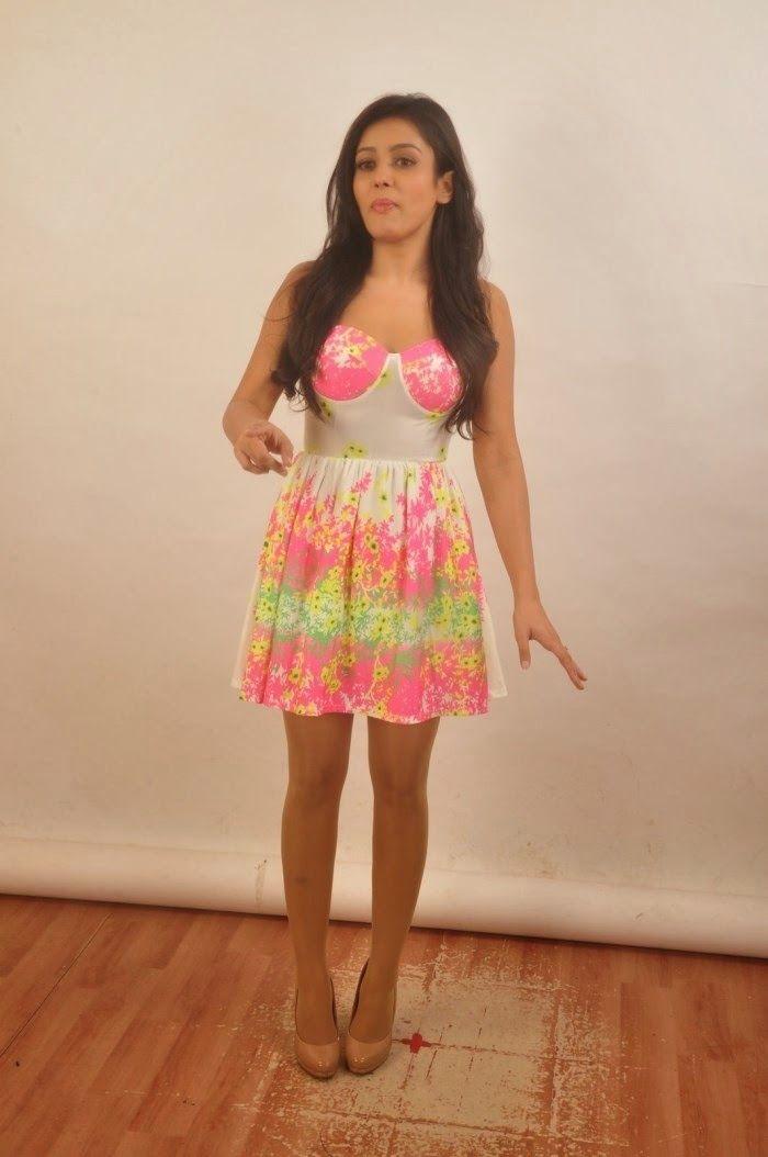 celebstills: Mishti Chakraborty new photos
