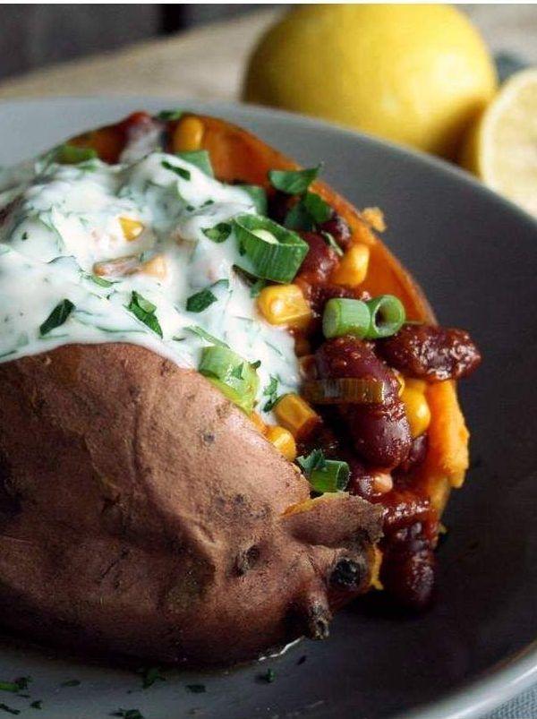 Gefüllte Süßkartoffel auf mexikanische Art