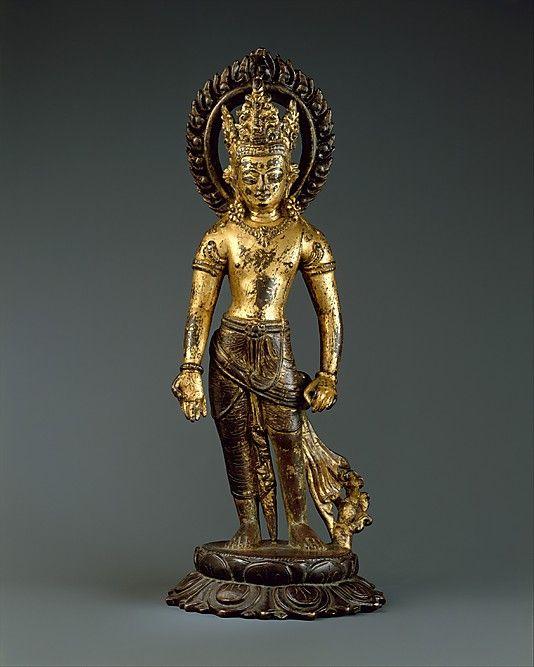 Standing Avalokiteshvara, the Bodhisattva of Infinite Compassion. Nepal (Kathmandu Valley), first half of the 10th century. Gilt-copper alloy, h. cm. 30 cm. New York, The Metropolitan Museum.
