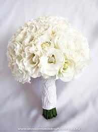 White lisianthus bouquet, a summer flower #seasonal