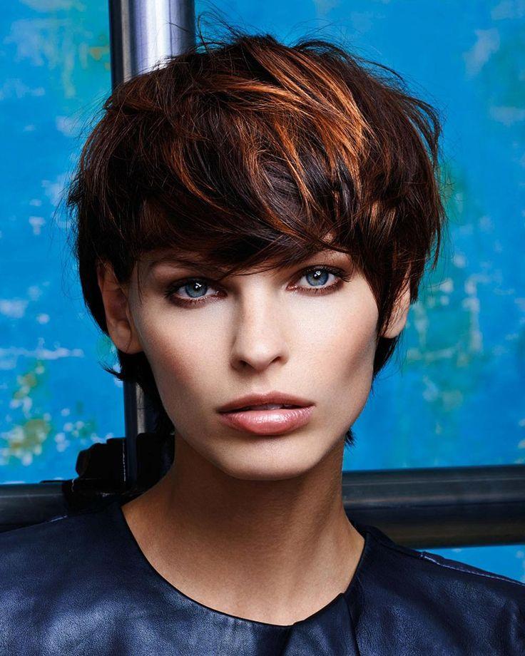 Najväčší galéria účesov pre krátke vlasy – nájdite si svoju inšpiráciu pre krátke vlasy v aktuálnej galérii účesov pre jeseň a zimu 2015/2016.
