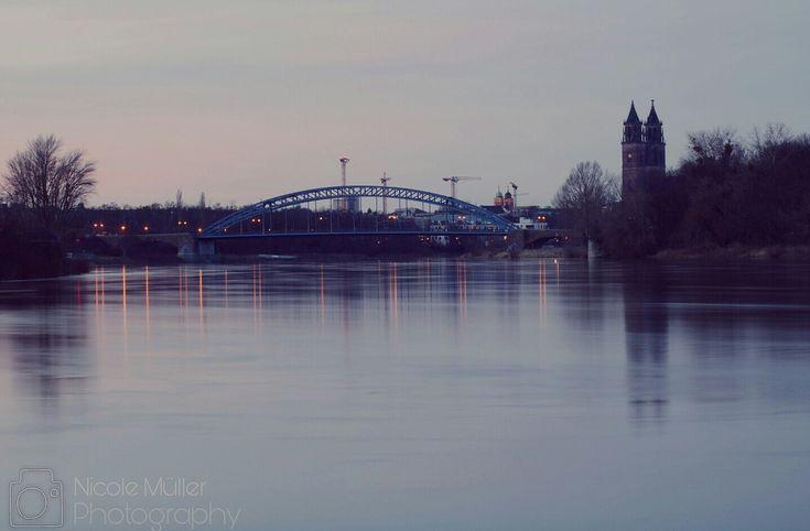 Wir tun einfach mal so als wäre Magdeburg keine einzige große Baustelle und da würden keine Baukräne das Bild verunstalten ✌ # Canon EOS 750 D #canonglobal  Fotoinfo: Folgt noch!  # # # # # # #magdeburg #germany #dom #church #phototour #photography #canon #camera #potd #pictureoftheday #love #water #elbe #bridge #sternbrücke #blue #skyline #sky #sunset #jaworskyj