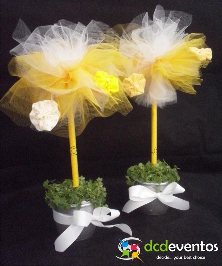 Centros de mesa topiario de tul con flores de g nero - Centros de mesa con flores ...