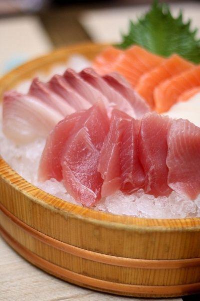 сашими | Японская кухня on We Heart It - http://weheartit.com/entry/61906705/via/litwinenko   Hearted from: http://pinterest.com/pin/331788697517514248/