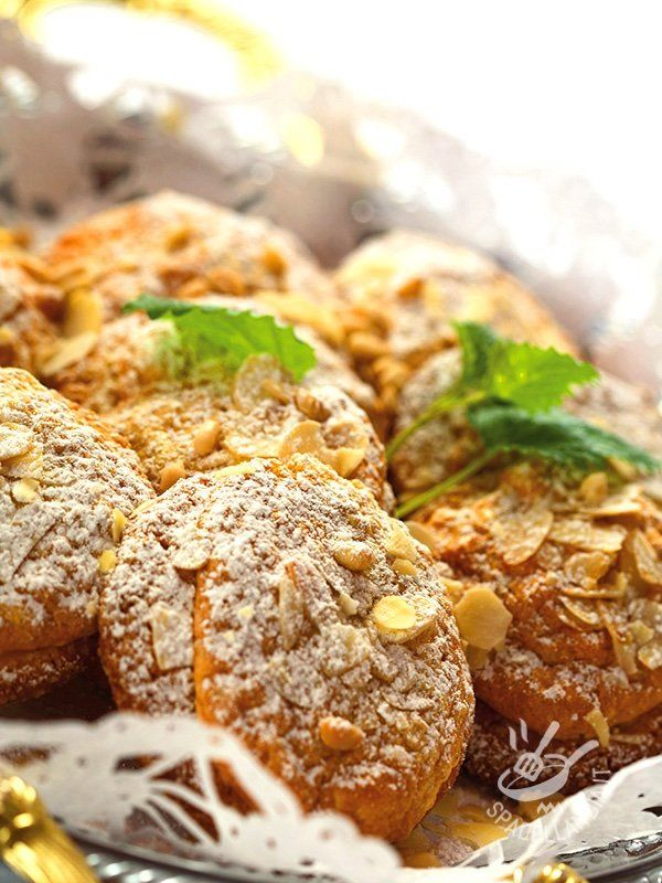 Se state cercando una ricetta di dolcetti rustici, preparati con ingredienti sani... eccola qua! I Biscotti alle noci e mandorle tostate sono ottimi!