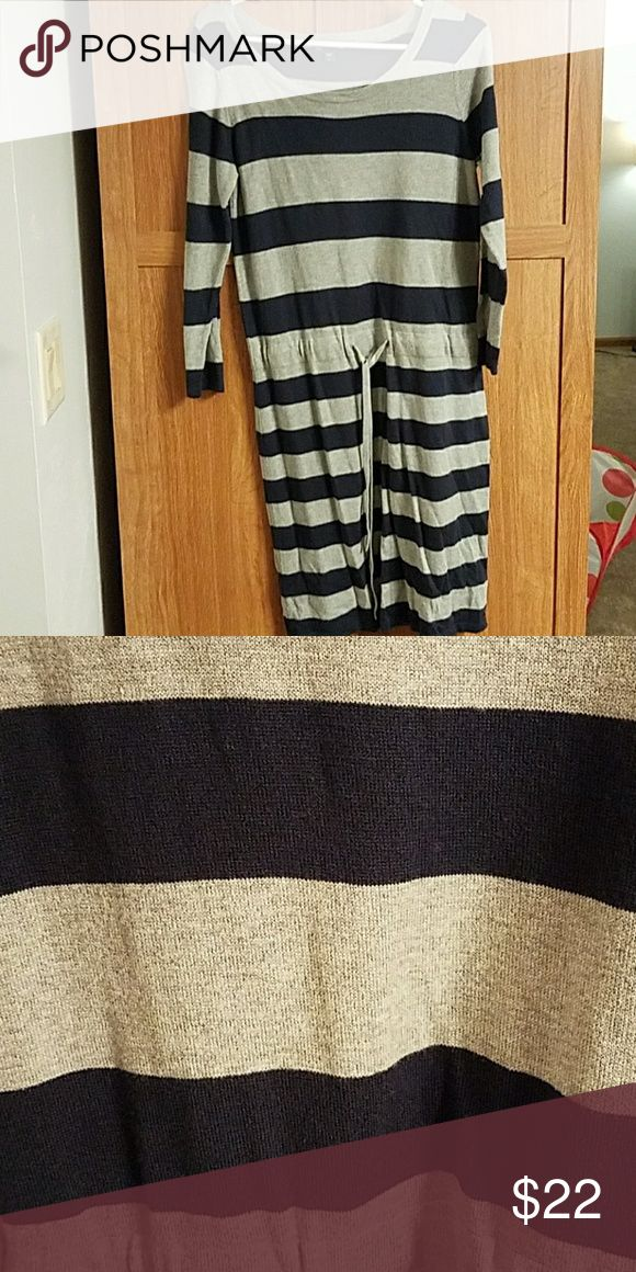 Women's GAP Dress Cute dress that ties at the waist. GAP Dresses Long Sleeve